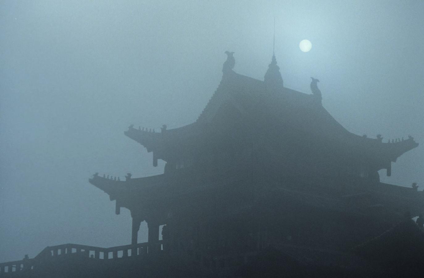 Kloster im Nebel Emei Shan, Provinz Sichuan, China